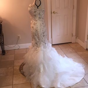 Allure Bridals Dresses - Allure white /silver wedding dress size 6